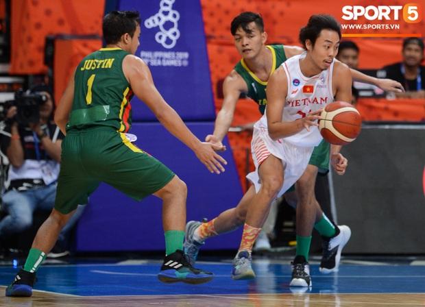 Fan nữ có tâm nhất quả đất của đội tuyển bóng rổ Việt Nam: Bay một mình hơn nghìn cây số chỉ để khuyên cầu thủ... cắt tóc cạo râu - Ảnh 6.