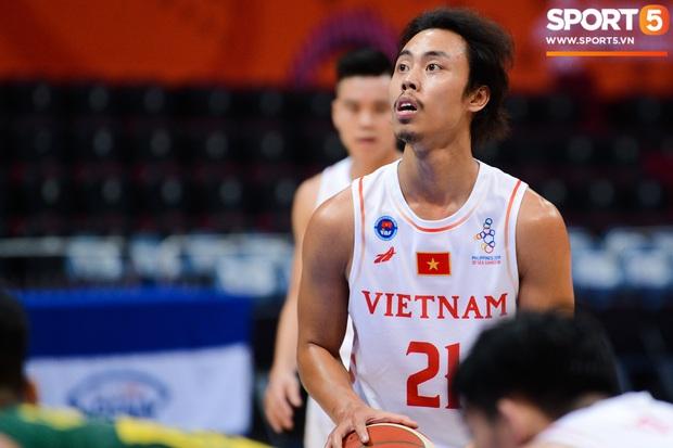Fan nữ có tâm nhất quả đất của đội tuyển bóng rổ Việt Nam: Bay một mình hơn nghìn cây số chỉ để khuyên cầu thủ... cắt tóc cạo râu - Ảnh 5.