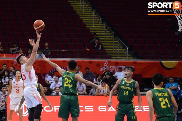 Bóng rổ SEA Games: Lê Hiếu Thành nổi bật với mái tóc hồng cá tính trong ngày đội tuyển bóng rổ Việt Nam huỷ diệt tuyển Myanmar - Ảnh 5.