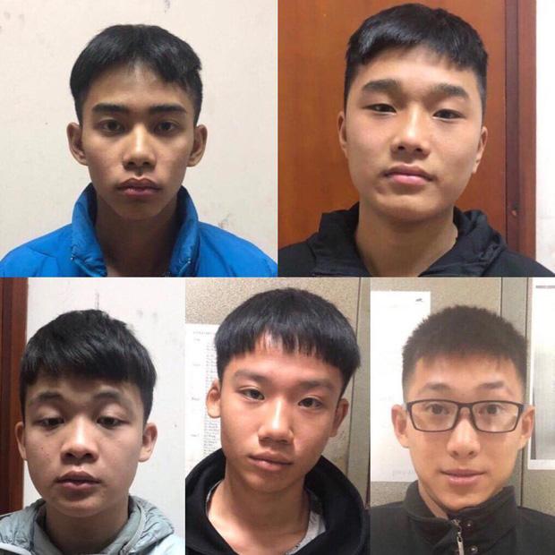 Nhóm thanh niên cầm dao, kiếm diễu hành giữa phố ở Hà Nội đã bị tóm gọn - Ảnh 1.
