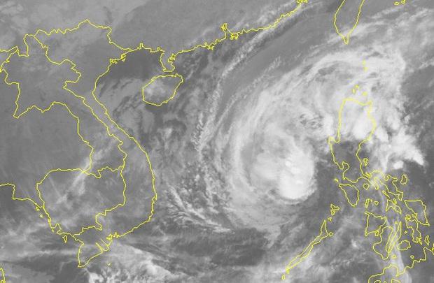 Bão Kammuri đã vào Biển Đông, khả năng chuyển ngoặt hướng di chuyển  - Ảnh 2.