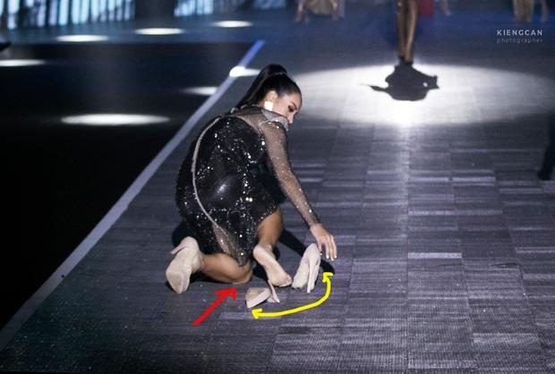Làng mẫu cần lắm những chân dài tâm huyết như Thúy Hạnh: giày gãy đôi, chân chảy máu vẫn bình tĩnh diễn tiếp  - Ảnh 3.