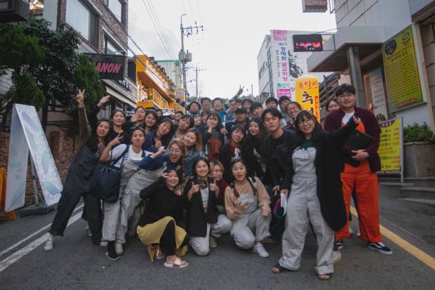 Áp lực phải thành công trong xã hội Hàn Quốc: Một lần thất bại là cả đời lụn bại và một thế hệ trẻ không hạnh phúc - Ảnh 1.