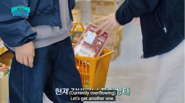 Du hí tận New Zealand nhưng BTS lại rủ nhau vào siêu thị mua toàn kimchi và mì Hàn Quốc - Ảnh 7.