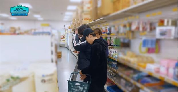 Du hí tận New Zealand nhưng BTS lại rủ nhau vào siêu thị mua toàn kimchi và mì Hàn Quốc - Ảnh 8.