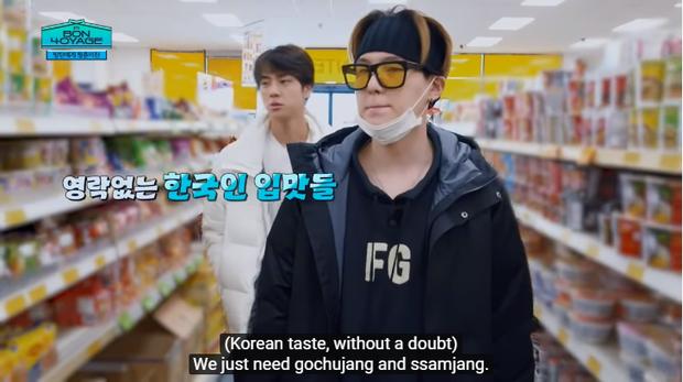 Du hí tận New Zealand nhưng BTS lại rủ nhau vào siêu thị mua toàn kimchi và mì Hàn Quốc - Ảnh 3.
