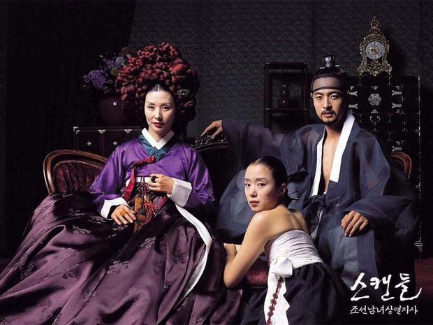 Loạt cảnh nóng chưa từng hết sốc ở phim cổ trang xứ Hàn: Mợ ngố Song Ji Hyo quay cảnh nhạy cảm tận 40 lần? - Ảnh 1.