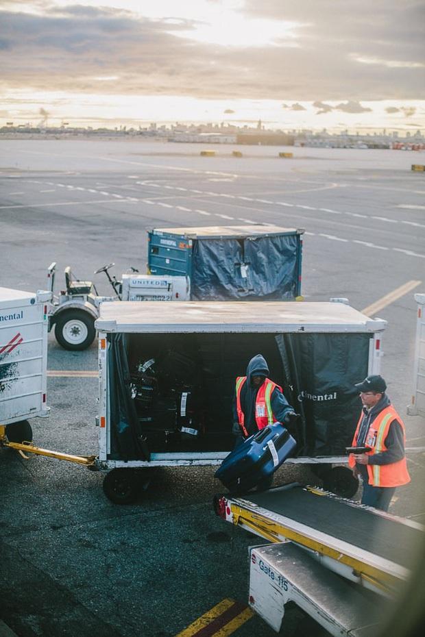 Có một lỗi đơn giản khiến cho hành lý ký gửi dễ bị thất lạc, chỉ cần 3 giây để xử lý nhưng hầu như du khách nào cũng quên! - Ảnh 3.