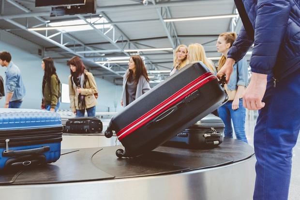 Có một lỗi đơn giản khiến cho hành lý ký gửi dễ bị thất lạc, chỉ cần 3 giây để xử lý nhưng hầu như du khách nào cũng quên! - Ảnh 1.
