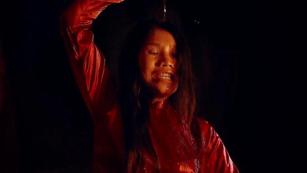 Nước Mắt Loài Cỏ Dại mở đầu căng đét với hai bà mẹ quái dị và drama dồn dập - Ảnh 3.