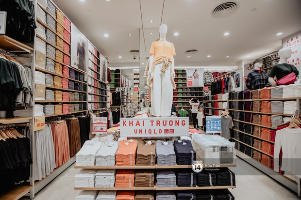 5 items UNIQLO giảm giá kịch đáng sắm nhất dịp khai trương: Sơ mi dạ 399k, áo chống nắng phá giá 399k, áo phao rẻ ngang mua tại Nhật - Ảnh 1.