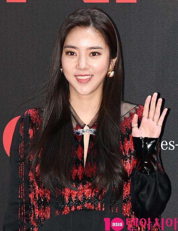 Sự kiện gây sốt: Đến Lee Dong Wook cũng phải kiêng dè trước nam thần Kpop, Son Dam Bi U40 vẫn trẻ đẹp ngỡ ngàng - Ảnh 12.