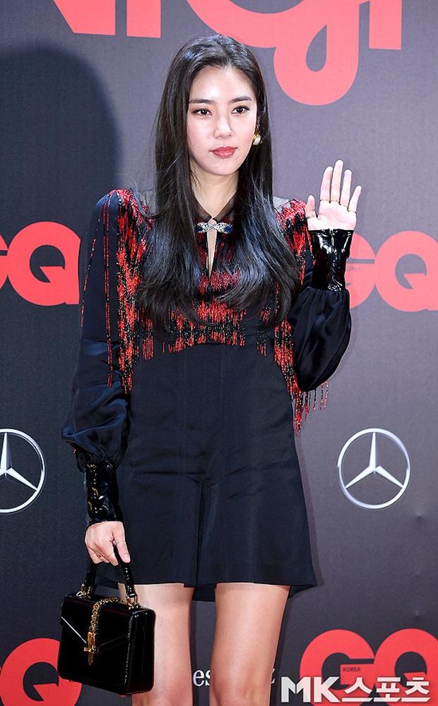 Sự kiện gây sốt: Đến Lee Dong Wook cũng phải kiêng dè trước nam thần Kpop, Son Dam Bi U40 vẫn trẻ đẹp ngỡ ngàng - Ảnh 11.