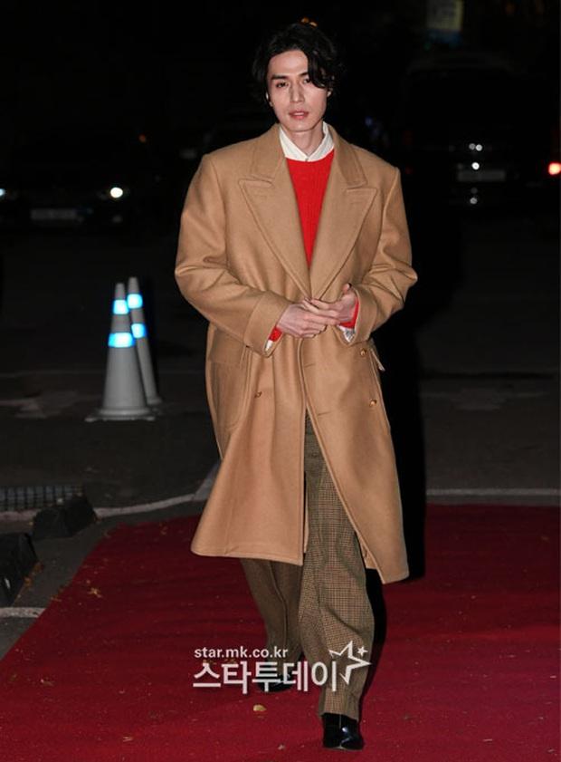 Sự kiện gây sốt: Đến Lee Dong Wook cũng phải kiêng dè trước nam thần Kpop, Son Dam Bi U40 vẫn trẻ đẹp ngỡ ngàng - Ảnh 3.
