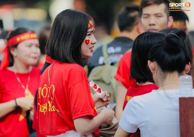 Fan Thái Lan bức xúc vì CĐV Việt Nam mua hết vé xem trận chung kết ngược - Ảnh 11.