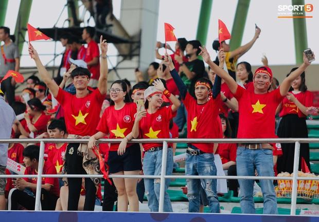 Fan Thái Lan bức xúc vì CĐV Việt Nam mua hết vé xem trận chung kết ngược - Ảnh 3.