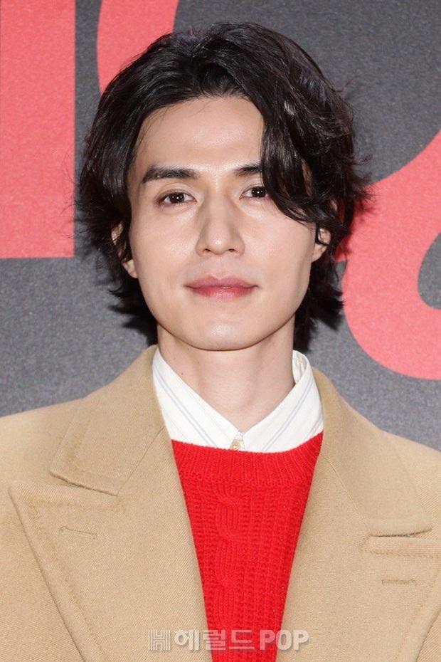 Sự kiện gây sốt: Đến Lee Dong Wook cũng phải kiêng dè trước nam thần Kpop, Son Dam Bi U40 vẫn trẻ đẹp ngỡ ngàng - Ảnh 1.