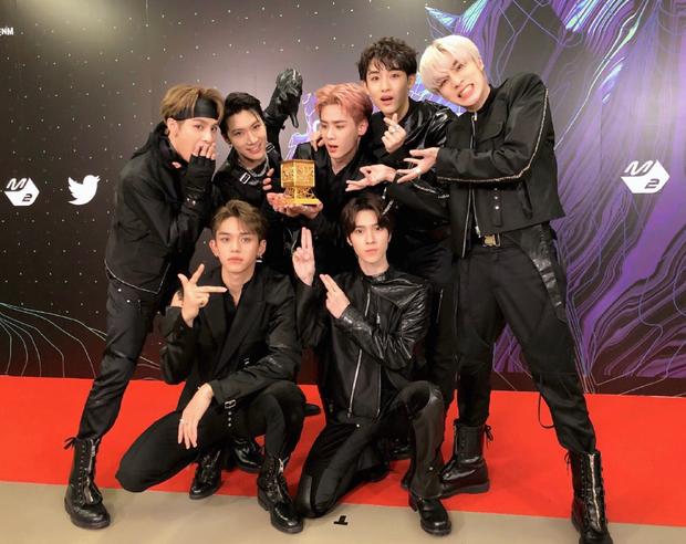 Kpop chắc chỉ có một: Nam thần tượng thắng giải Nghệ sĩ mới xuất sắc nhất tận 2 lần tại MAMA đúng như nghệ danh của mình! - Ảnh 1.