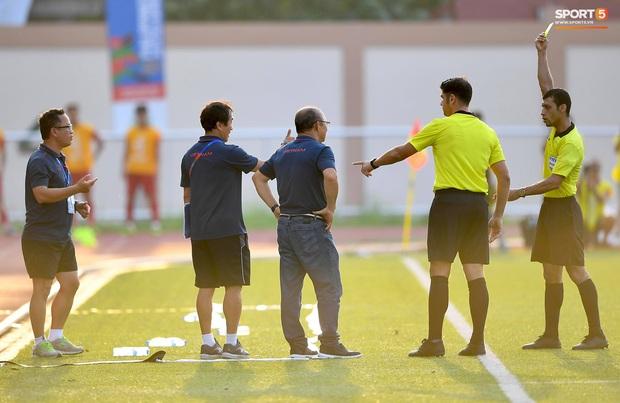 Trợ lý HLV Park Hang-seo bất ngờ phải nhận thẻ vàng trong trận U22 Việt Nam gặp U22 Thái Lan - Ảnh 4.