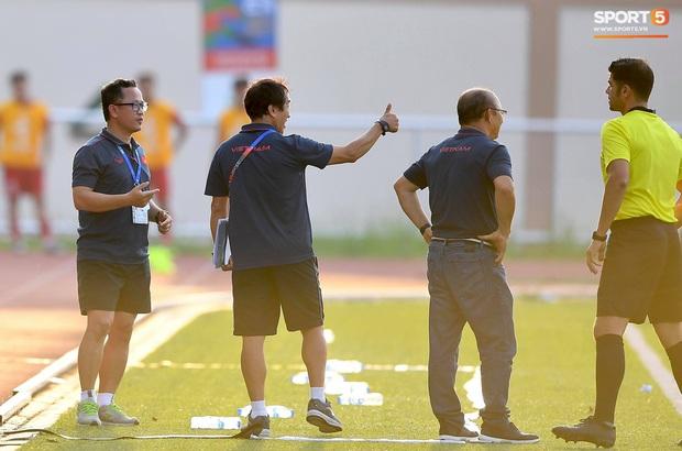 Trợ lý HLV Park Hang-seo bất ngờ phải nhận thẻ vàng trong trận U22 Việt Nam gặp U22 Thái Lan - Ảnh 5.