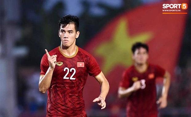 Đội nhà bị loại sớm, danh thủ người Thái buồn bã than thở: U22 Việt Nam đi tiếp vì sử dụng cầu thủ quá tuổi - Ảnh 1.