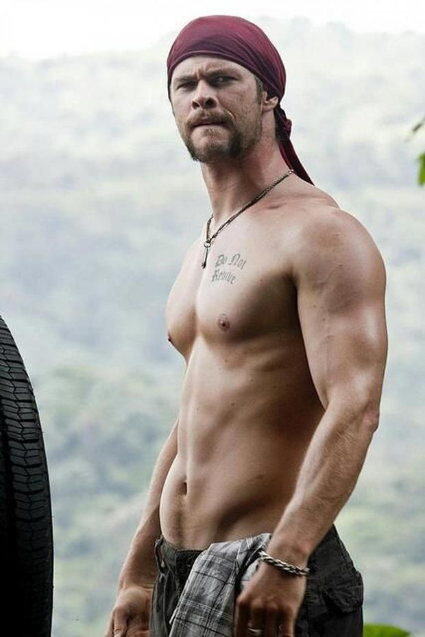 Soi vòng một lực lưỡng của 10 soái ca Hollywood: Sốc trước thời còn son của ông chú bụng bia Leonardo DiCaprio - Ảnh 33.