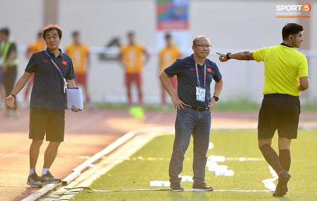 Trợ lý HLV Park Hang-seo bất ngờ phải nhận thẻ vàng trong trận U22 Việt Nam gặp U22 Thái Lan - Ảnh 7.