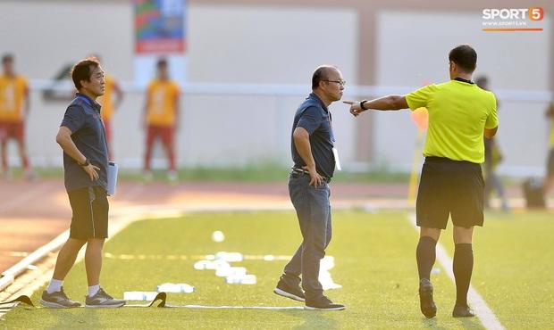 Trợ lý HLV Park Hang-seo bất ngờ phải nhận thẻ vàng trong trận U22 Việt Nam gặp U22 Thái Lan - Ảnh 8.