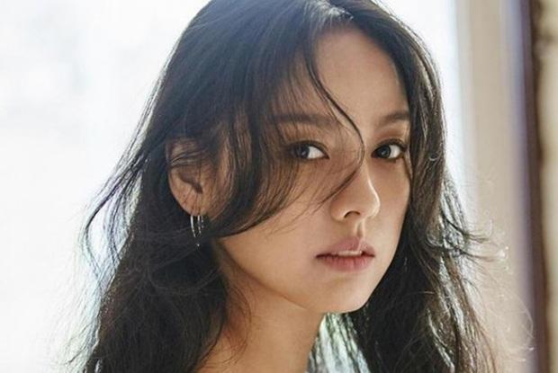 Không hổ danh là nữ hoàng sexy thế hệ mới, Chungha xuất sắc lặp lại kỷ lục đáng kinh ngạc mà Lee Hyori đã từng đạt được sau 11 năm - Ảnh 5.
