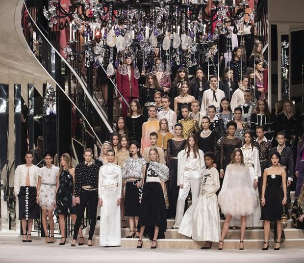 Chanel Métiers DArt 2019: Show diễn sẽ khiến bất cứ tín đồ Chanel nào cũng phải trầm trồ vì đồ quá đẹp, quá sang - Ảnh 6.