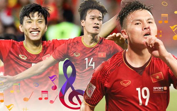 Khiếu văn nghệ của các cầu thủ U22: Quang Hải từng song ca với Trịnh Thăng Bình, Hà Đức Chinh dance cover Chi Pu, còn Hoàng Đức... lạc cả giọng hát hit Sơn Tùng - Ảnh 1.