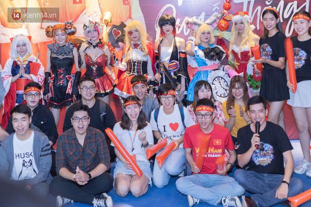 Uyên Pu, Xemesis rạng rỡ xuất hiện tại buổi offline cổ vũ tuyển Mobile Legends: Bang Bang ra quân tại SEA Games - Ảnh 1.