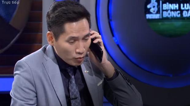 Sau màn gọi cho Văn Lâm để troll Tiến Dũng, BTV Quốc Khánh đã trở lại dẫn dắt buổi bình luận trước trận Việt Nam - Thái Lan - Ảnh 3.