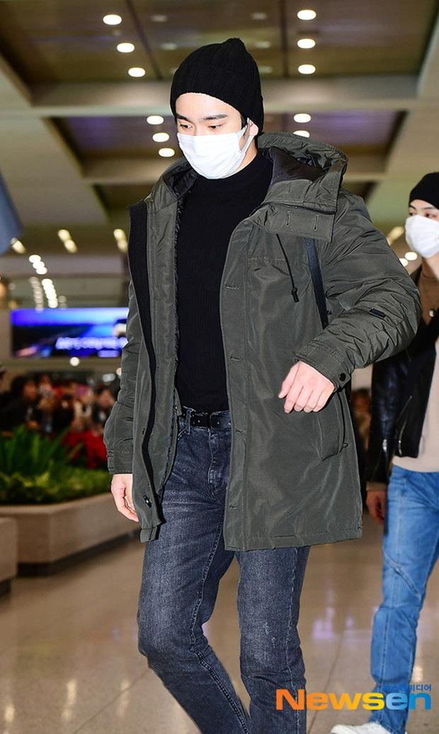 Quân đoàn sao Hàn rũ rượi đổ bộ sân bay hậu MAMA: Jin (BTS) khoe chân dài miên man, TWICE và ITZY xuề xòa đáng thất vọng - Ảnh 29.