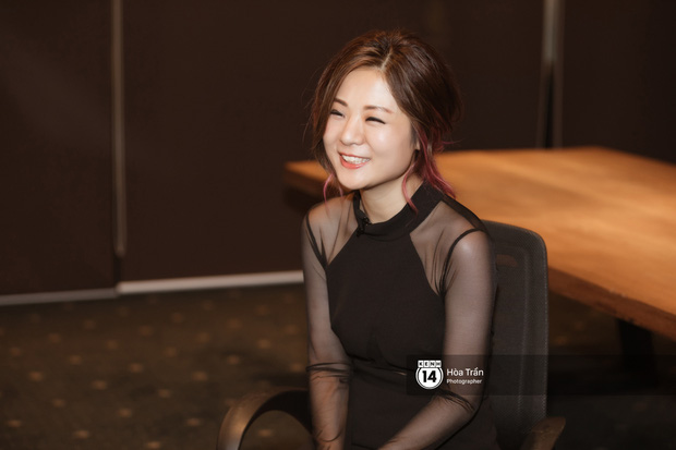 Fiona Fung - chủ nhân hit tuổi thơ Proud of You: mê mẩn Đen Vâu dù không nhớ tên bài nhạc Việt nào, rất mong muốn hợp tác trong tương lai! - Ảnh 12.