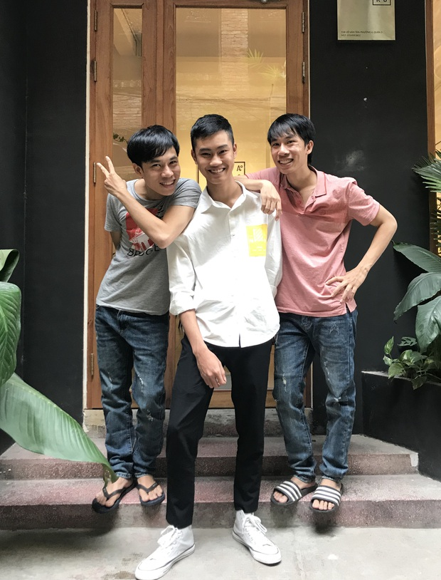 1977 vlog du hí Sài Gòn: Thoải mái mang tông lào dạo phố, Trung Anh nhớ lời vợ dặn không được ngắm gái nhưng vẫn ngắm... như thường - Ảnh 4.