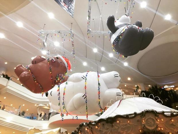 """Bị bắt trói rồi treo lửng lơ trong TTTM Thái Lan để… trang trí Noel, bộ 3 """"We Bare Bears"""" khiến dân mạng cười ra nước mắt - Ảnh 11."""