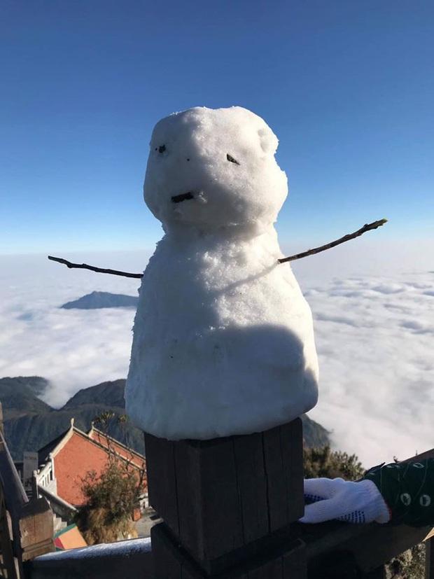 """HOT: Xuất hiện băng giá phủ trắng đỉnh Fansipan, dân tình rục rịch rủ nhau cuối năm lên Sa Pa """"săn"""" tuyết rơi - Ảnh 4."""