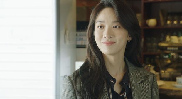 Từ chị gái bán mì vạn người gato, Lee Chung Ah giờ là cô nhân viên trừng trị hội khách mẹ thiên hạ ở Vị Khách Vip - Ảnh 9.