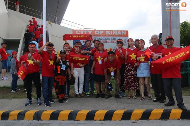 CĐV Việt Nam đang ở Philippines nghĩ gì về quyết định để Bùi Tiến Dũng dự bị? - Ảnh 5.