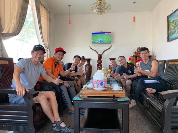 Ngọc Lan, Ngô Kiến Huy và loạt sao Vbiz dành lời động viên U22 Việt nam trước bàn thua trong hiệp 1, vỡ oà trước chiến thắng gỡ hoà với Thái Lan - Ảnh 5.