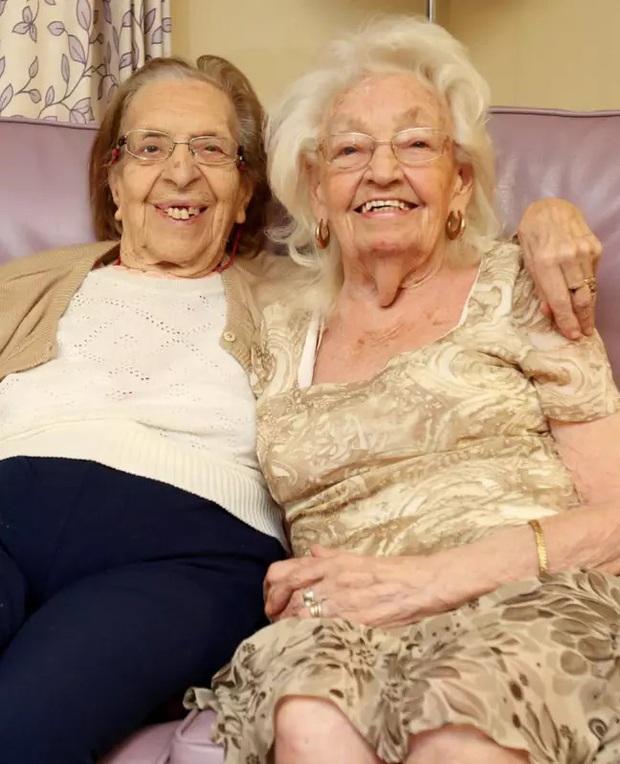 Hai cụ bà chơi thân gần 80 năm, đến lúc già vẫn dắt nhau chuyển đến viện dưỡng lão ở cùng cho vui - Ảnh 2.