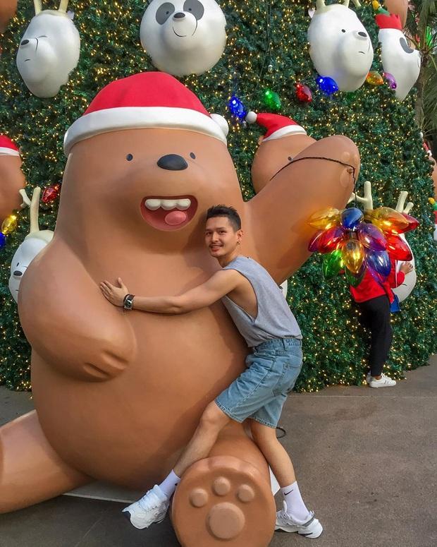 """Bị bắt trói rồi treo lửng lơ trong TTTM Thái Lan để… trang trí Noel, bộ 3 """"We Bare Bears"""" khiến dân mạng cười ra nước mắt - Ảnh 5."""