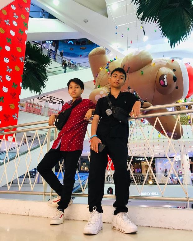 """Bị bắt trói rồi treo lửng lơ trong TTTM Thái Lan để… trang trí Noel, bộ 3 """"We Bare Bears"""" khiến dân mạng cười ra nước mắt - Ảnh 17."""