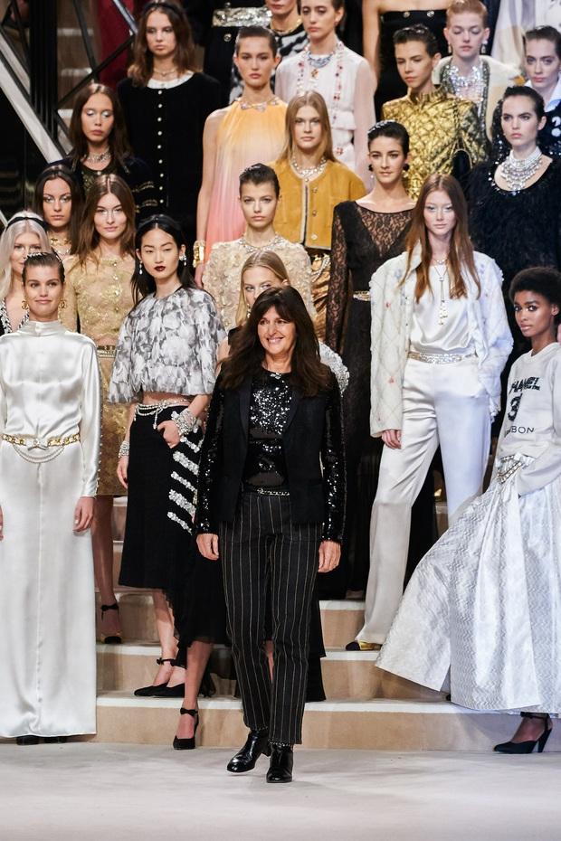 Chanel Métiers DArt 2019: Show diễn sẽ khiến bất cứ tín đồ Chanel nào cũng phải trầm trồ vì đồ quá đẹp, quá sang - Ảnh 5.