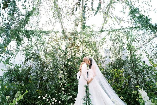 Chuyện tình bách hợp đẹp tựa cổ tích của nữ CDO Ralph Lauren: Gặp gỡ nhau qua một app hẹn hò, kết thúc bằng đám cưới trong một tòa lâu đài - Ảnh 5.