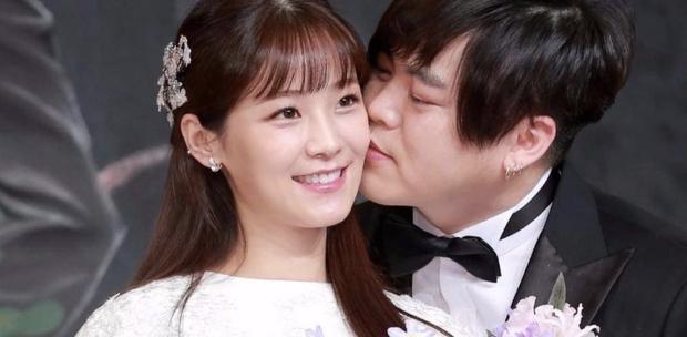Moon Hee Jun tiết lộ lý do kết hôn với cô vợ kém 13 tuổi và bí quyết giữ gia đình hạnh phúc - Ảnh 2.