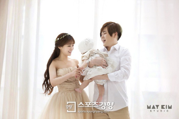 Moon Hee Jun tiết lộ lý do kết hôn với cô vợ kém 13 tuổi và bí quyết giữ gia đình hạnh phúc - Ảnh 1.