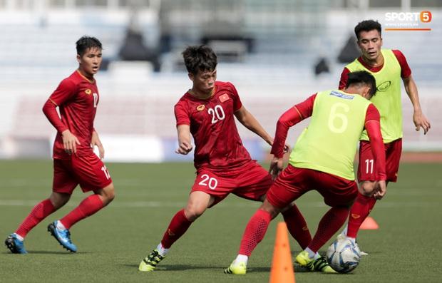 HLV Park Hang-seo giả lập tình huống sai lầm của Văn Toản ở trận gặp Thái Lan cho Bùi Tiến Dũng tập luyện - Ảnh 10.