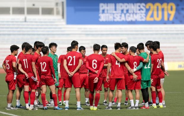 HLV Park Hang-seo giả lập tình huống sai lầm của Văn Toản ở trận gặp Thái Lan cho Bùi Tiến Dũng tập luyện - Ảnh 11.
